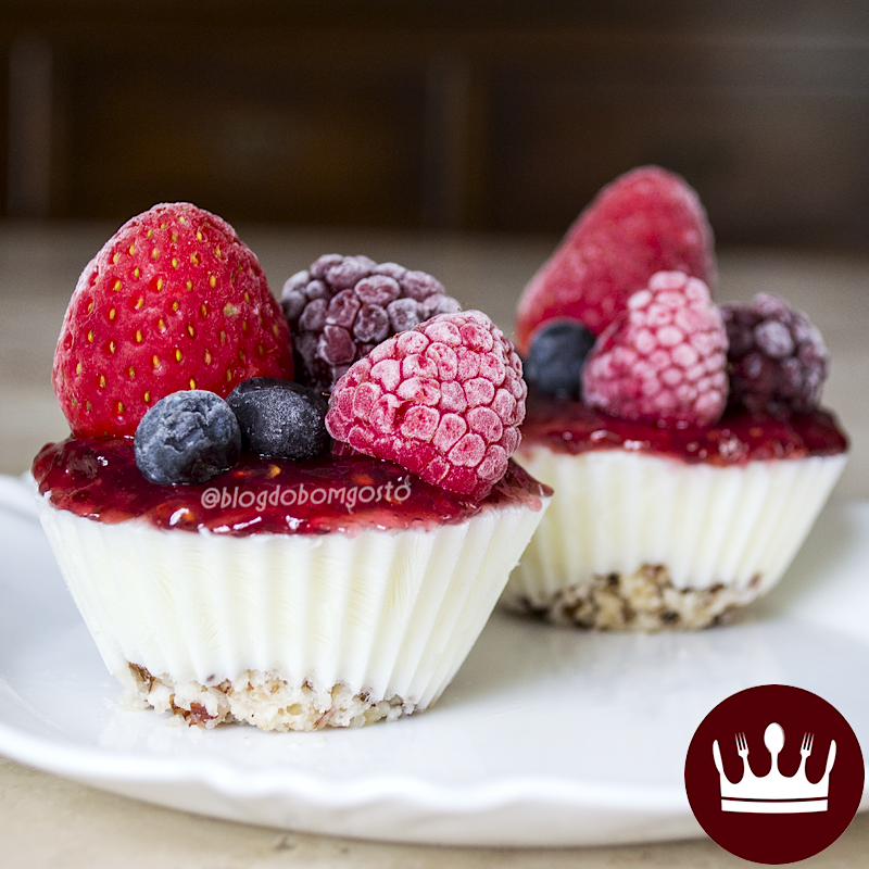 3 ingredientes: Cheesecake LIGHT de iogurte grego congelado!